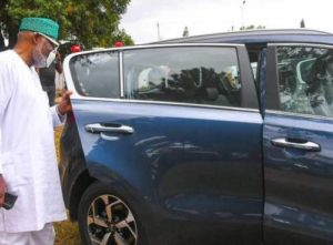 Read more about the article Ondo Governor, Akeredolu, Gifts Pro-government Lawmakers New Cars, Ignores Others For Allegedly Refusing To Sign Deputy Governor's Impeachment Notice