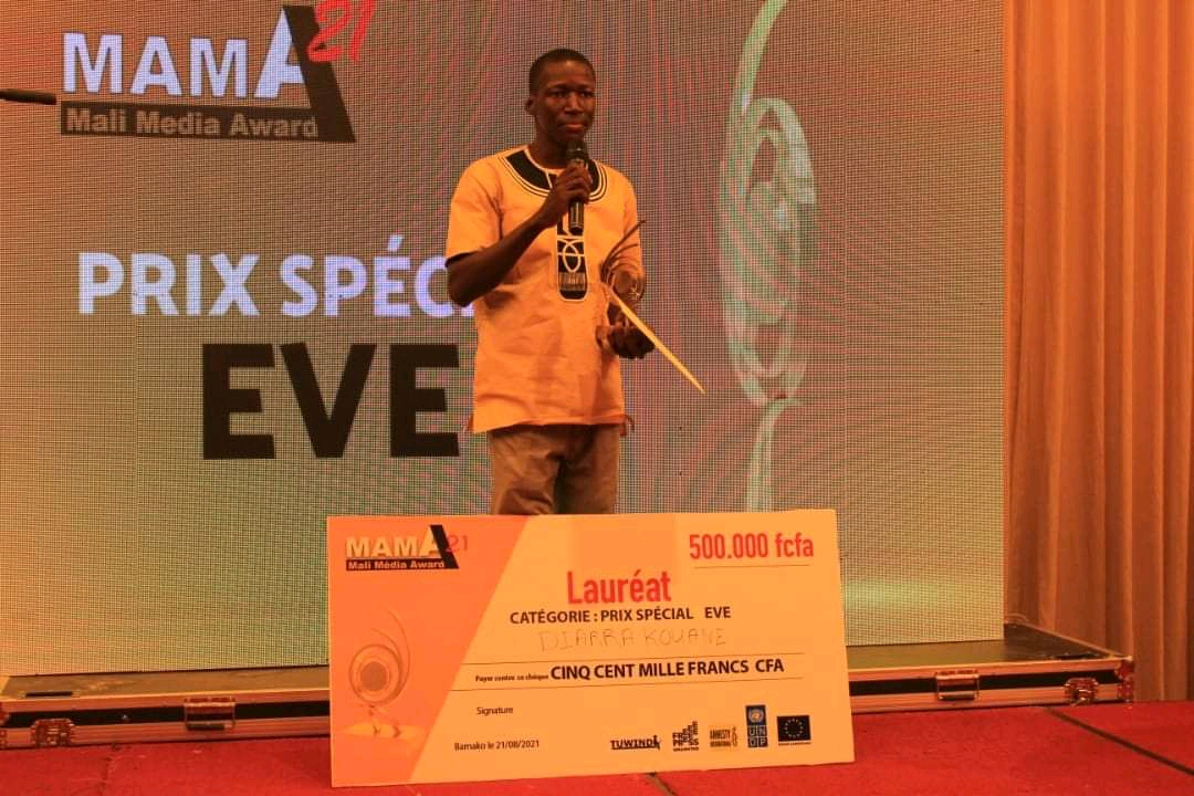 Read more about the article MALI: JHR trainee Kouane Diarra wins big at 2021 Mali Media Awards for radio report on child marriage