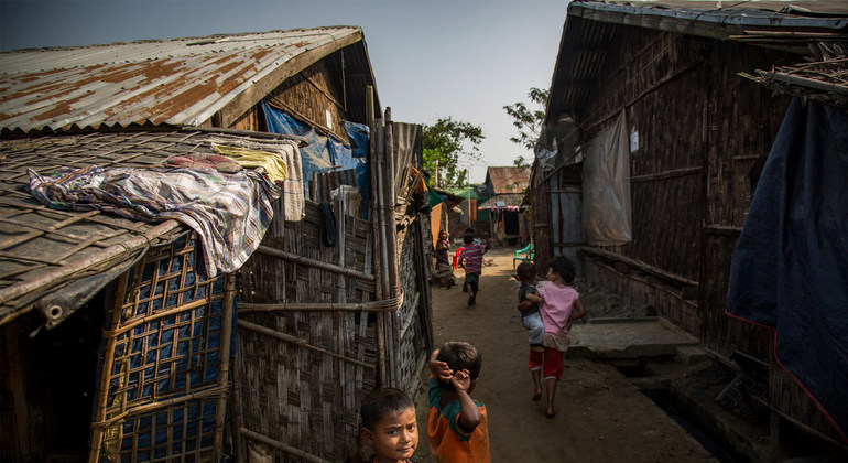 Read more about the article Myanmar: Mounting child death toll during Rakhine village assaults must end, urges rights expert  