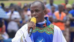 Read more about the article President Buhari Surrounds Himself With Criminals Feeding Him With Lies –Mbaka