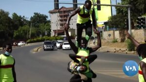 Read more about the article Kenyan Acrobats Endure Pandemic Economy by Performing in Nairobi Traffic | Voice of America
