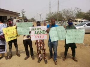 Read more about the article Sunday Igboho: Aggrieved Igangan Youths Welcome Makinde With Placards