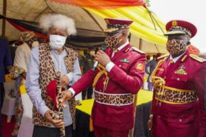 Read more about the article Ogun Governor, Abiodun Decorates Wole Soyinka As Amotekun Super Marshall