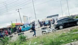 Read more about the article BREAKING: Amotekun Operatives, Others Seal Off Venue Of Yoruba Nation Protest In Osogbo