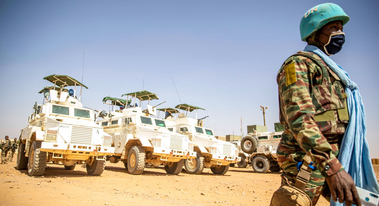 Read more about the article Mali: Military must 'scrupulously' respect human rights and free civilian leaders  